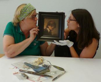 Anke von Heyl und Sandra mit dem erstaunten Rembrandt